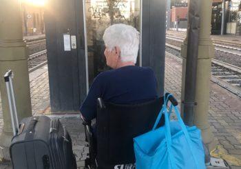 Ascensori fermi in stazione Disabile bloccata sui binari